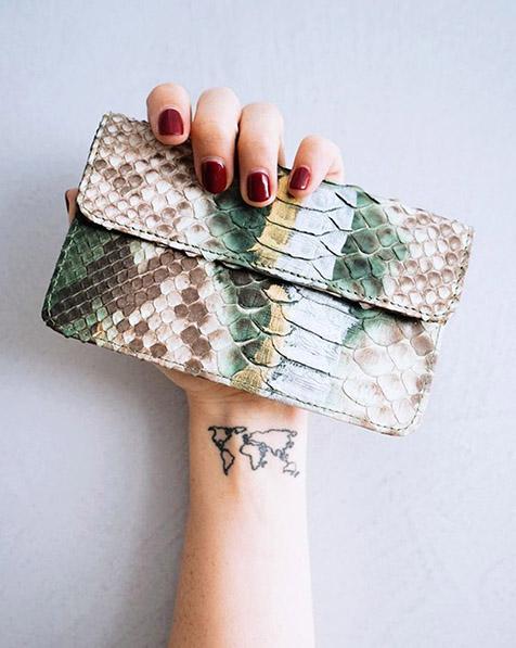 cartera de piel para viajes