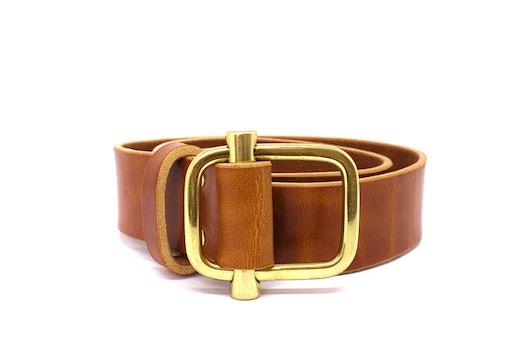 cinturon de piel marron con hebilla