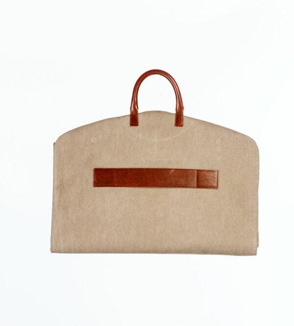 portatrajes beige corto de la marca bowaca plegado